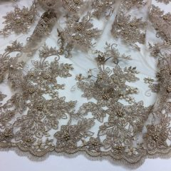 Broderie taupe accesorizata