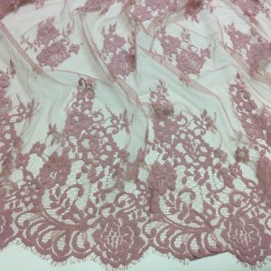 Dantela tip Chantilly roz-zmeuriu pastel