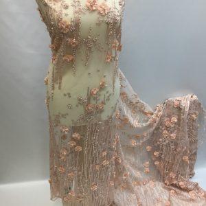 Broderie piersicie accesorizata cu margele si flori 3D