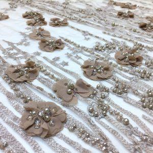 Broderie taupe accesorizata cu margele si flori 3D