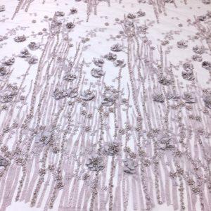 Broderie gri-lila pastel accesorizata cu margele si flori 3D