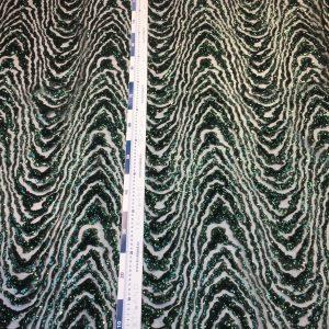 Paiete verde inchis aplicate pe tulle