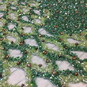 Aplicatie panou rochie lunga verde-auriu