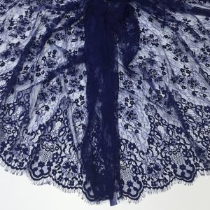 Dantela tip Chantilly albastru-inchis