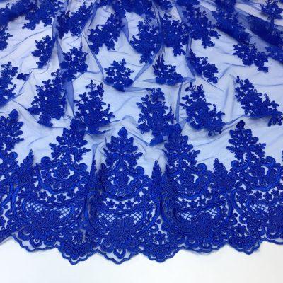 Broderie albastra pe tulle