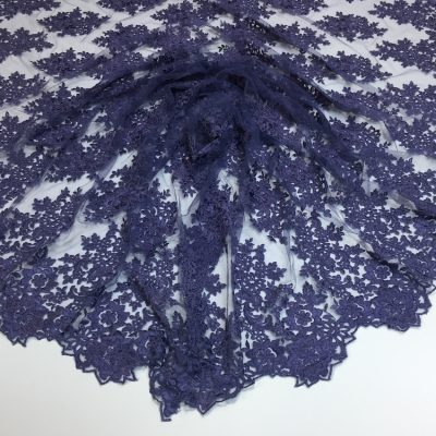 Broderie lila-inchis