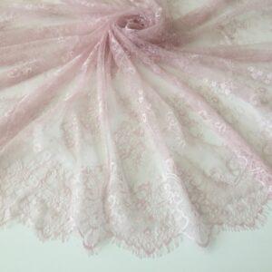 Dantela tip Chantilly roz-pastel
