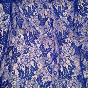 Dantela tip Chantilly albastra