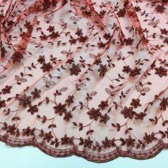 Broderie rosie cu margele