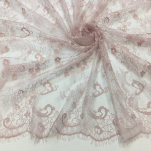 Dantela tip Chantilly roz-lila pastel