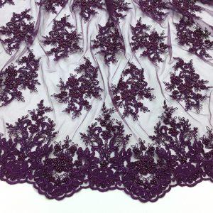 Broderie mov-burgundy accesorizata cu margele