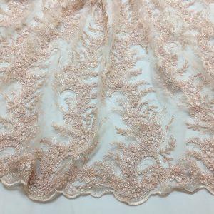 Broderie roz-piersiciu pastel accesorizata cu margele