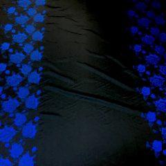 Tafta neagra panou flori albastre