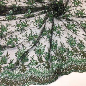 Broderie verde accesorizata cu margele si paiete
