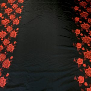 Tafta neagra panou flori rosii