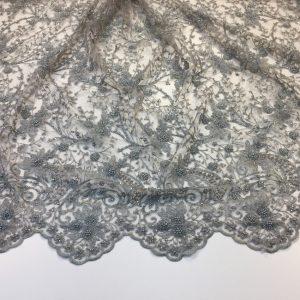 Broderie gri-argintie accesorizata