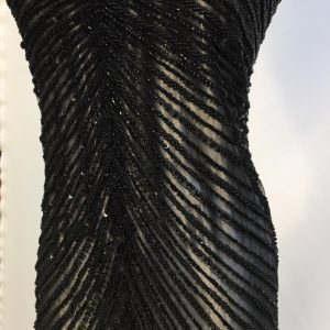Broderie neagra accesorizata