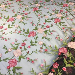 Broderie flori roz