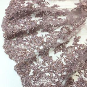 Broderie roz-lila prafuit accesorizata cu margele