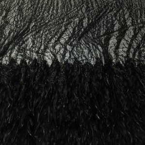 Dantela neagra accesorizata cu fulgi si franjuri din margele