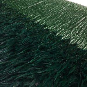 Dantela verde accesorizata cu pene si franjuri din margele