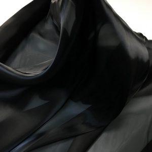 Crinolina neagra
