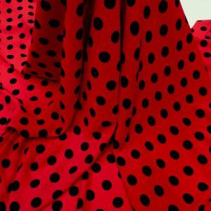 Tesatura rosie cu imprimeu buline negre