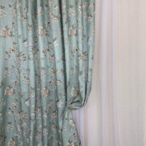 Material draperie turcoaz cu flori
