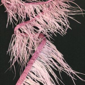 Banda satinata roz-prafuit cu fulgi de strut