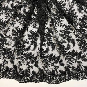 Broderie neagra accesorizata cu margele