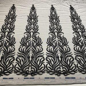 Dantela neagra accesorizata cu margele si paiete