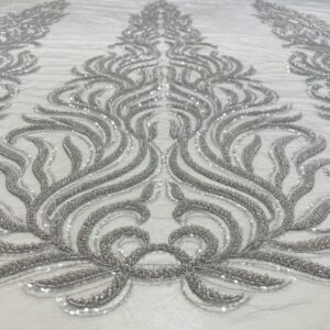 Dantela gri-argintiu accesorizata cu margele si paiete