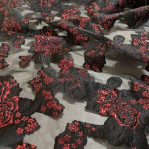 Organza neagra cu flori rosii