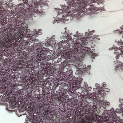 Broderie accesorizata lila