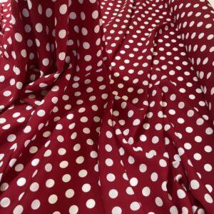 Tesatura tip viscoza rosu-sangria cu imprimeu buline albe