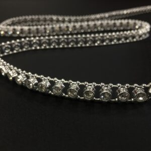 Banda decorativa argintie cu strasuri
